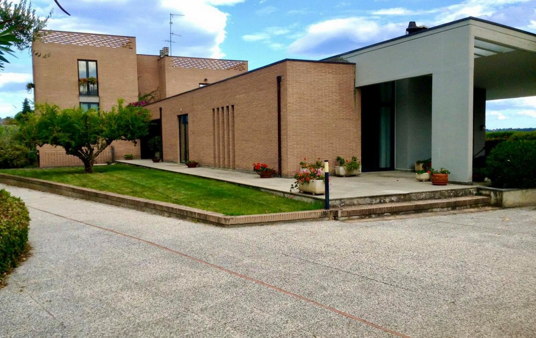 villa indipendente con piscina Di tullio Immobiliare Città Sant'Angelo 00